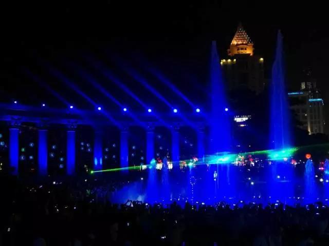 古镇灯光节惊艳世界