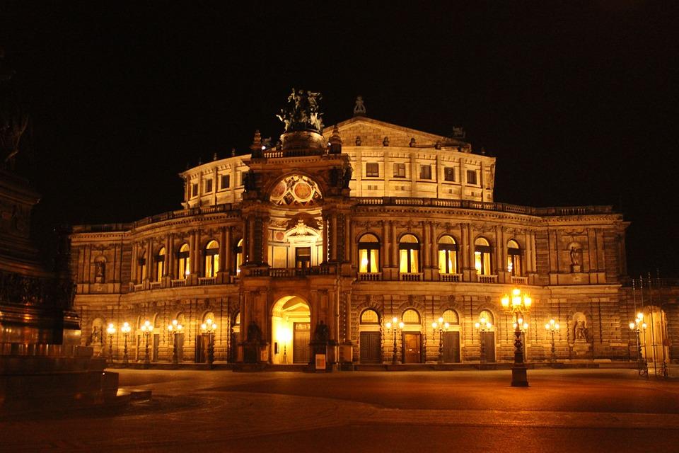 semper-opera-house-468652_960_720